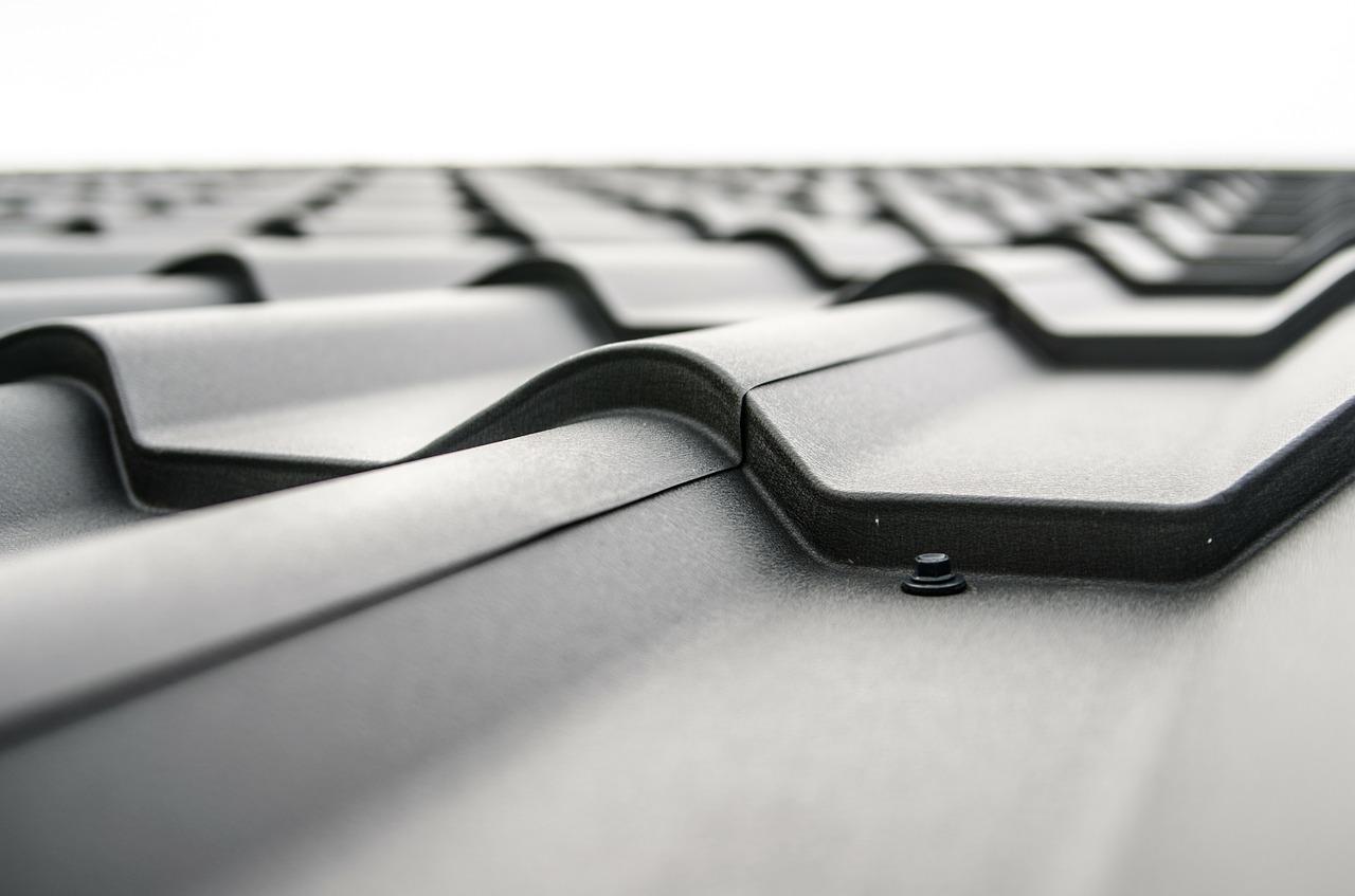 La multiplication des toitures noires